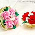 バラの花束とカーネーションのテーブル花
