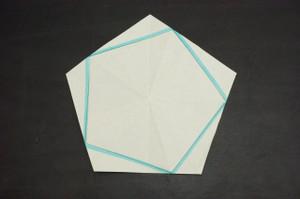 用紙に内接する5角形の領域