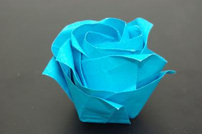 普通の折り紙で折る「薔薇」