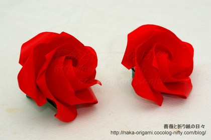 鶴の基本形から折るバラ 5角版(左) 4角版(右)