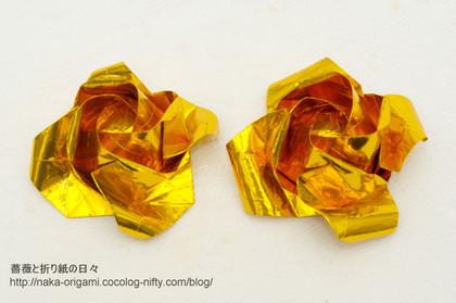左:川崎ローズ「ひらいたバラ」(オリジナル) 右:「もっとひらいたばら」(アレンジ)