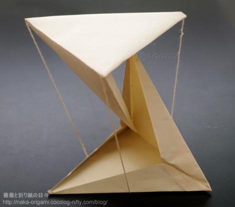 口をあけた4面体によるテンセグリティ構造 創作:中一隆