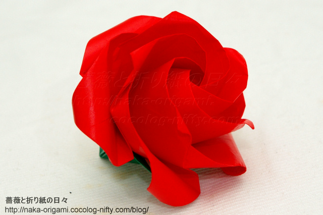 鶴の基本形から折るバラ(ねじり折りバードベースローズ)の5角形版